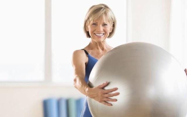 ¿Puedo ejercitarme durante la menopausia?