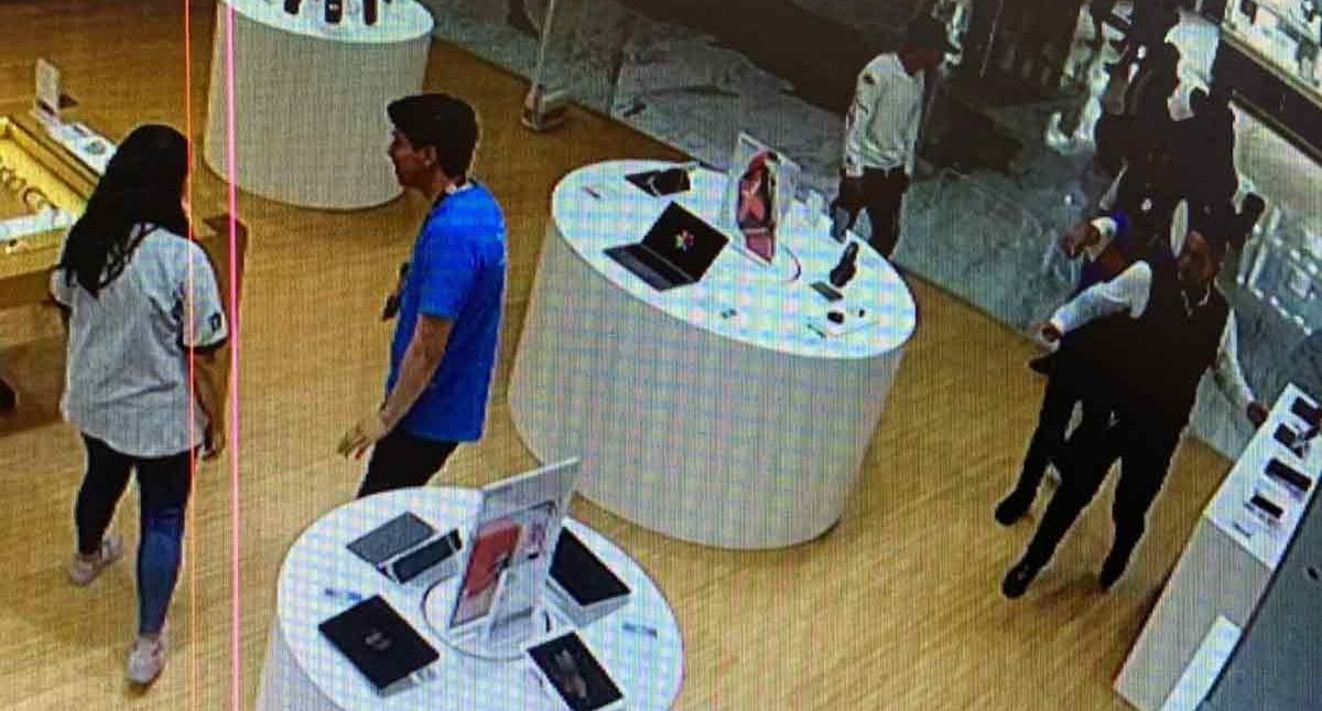 Ingreso de delincuentes a tienda iShop. Foto Especial / Excélsior