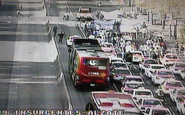 Taxistas avanzan hacia el Ángel desde Insurgentes Norte - Avanza caravana por Insurgentes Norte. Foto de @OVIALCDMX