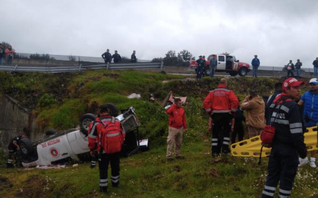 Volcadura de camioneta de Protección Civil deja ocho heridos en Ixtapaluca - Foto de @ciemergencias