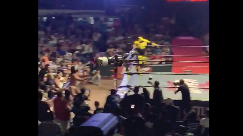 #Video Operan a La Parka tras accidente en Arena Coliseo de Monterrey - Captura de pantalla