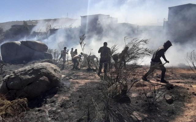 Sedena aplica en Tecate, Baja California, Plan DN-III-E por incendio forestal - Labores de la Sedena por incendio de 10 ha de vegetación. Foto de @SEDENAmx