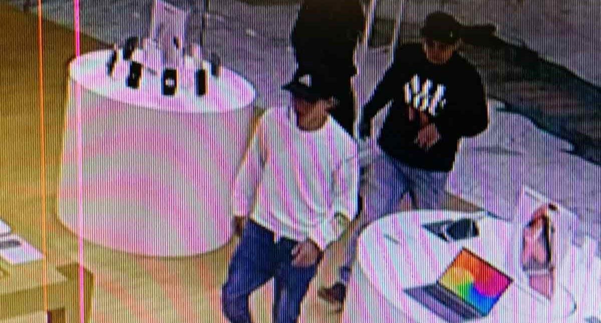 Ladrones en iShop de Torre Manacar. Foto Especial / Excélsior
