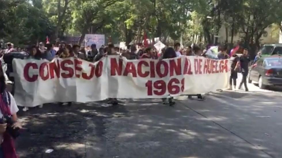 Marchan del Casco de Santo Tomás hacia Tlatelolco por 2 de octubre - Foto de @OVIAL_CDMX