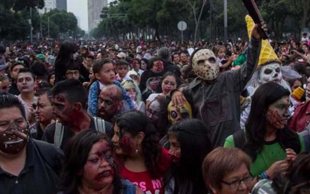 Desfile de alebrijes y marcha zombie afecta el servicio del Metrobús - Marcha Zombie