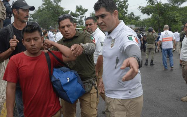 Gobierno de México es perrero de Trump: activista - Foto de EFE