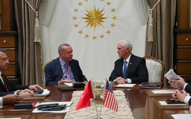 Pence anuncia un alto al fuego de la ofensiva turca contra milicia de Siria - Pence se reúne con el presidente turco Erdogan