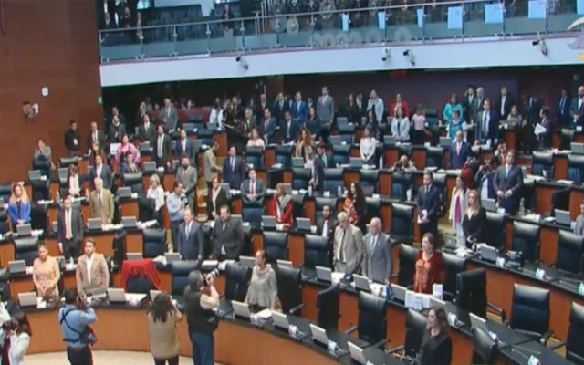 Senado guarda minuto de silencio por soldados muertos en enfrentamientos - Senado guarda minuto de silencio por soldados muertos en enfrentamientos