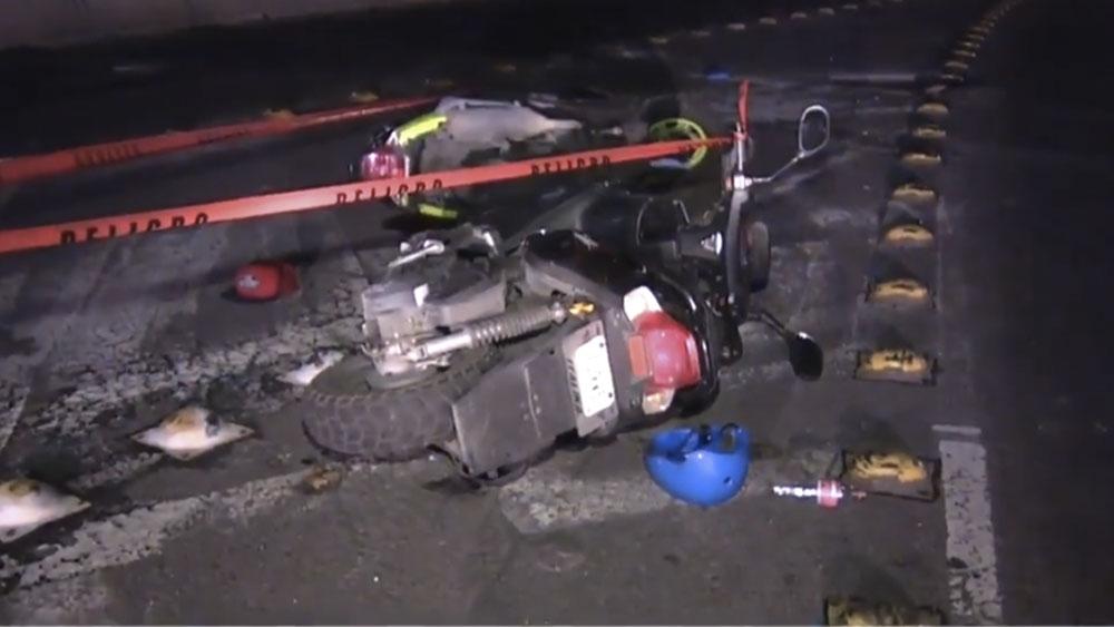 Investigan muerte de motociclista tras caer de segundo piso del Periférico - Investigan muerte de motociclista tras caer de Segundo Piso del Periférico
