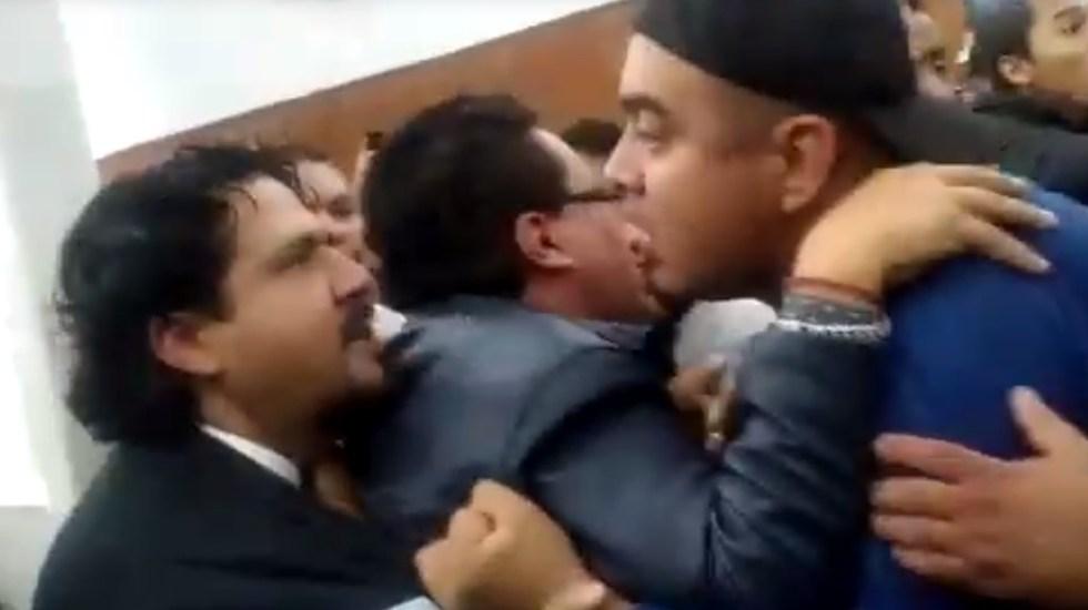 #Video Suspenden sesión en Congreso de San Luis Potosí por trifulca - Pelea en Congreso de San Luis Potosí. Captura de pantalla