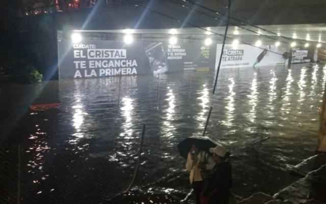 Inundaciones por lluvias arrastran automóviles en Tlalpan - Foto de @vialhermes