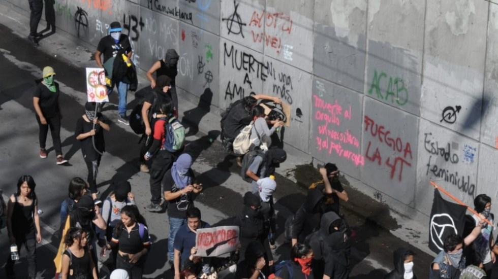 Anarquistas vandalizan edificios y lanzan cohetones en el Centro Histórico de la CDMX - Foto: El Sol de México