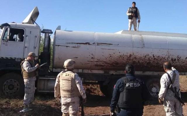 Aseguran en Sonora pipa con 20 mil litros de gasolina robada - Pipa con gasolina robada en Sonora. Foto Especial / Milenio