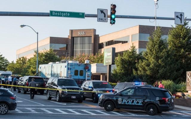 Dos mexicanos muertos por tiroteo en Kansas City, confirma Marcelo Ebrard - Policía de Kansas City atiende la emergencia tras tiroteo