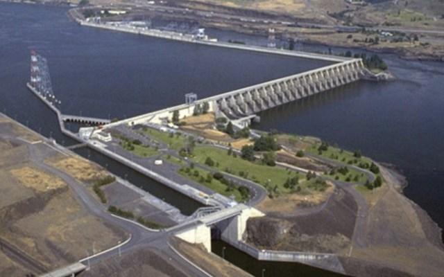 Indígenas de EE.UU. piden eliminar represas para salvar orcas y pesca de salmón - Presa The Dalles. Foto de USGS