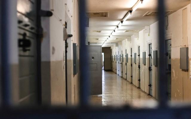 California pone fin a contratos con cárceles privadas y de migrantes - Prisión cárcel