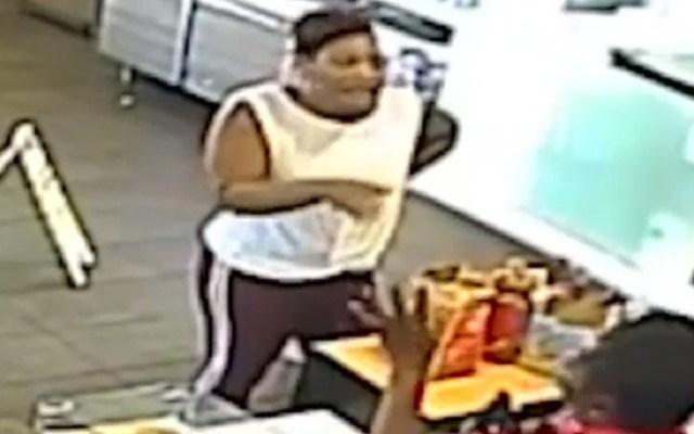 #Video Gerente de McDonald's golpea con licuadora a cliente - Reclamo de mujer en McDonald's. Captura de pantalla