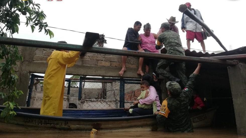 Aplican Plan DN-III-E en Tomatlán por Narda - Rescate de personas por inundaciones en Tomatlán. Foto de @SEDENAmx
