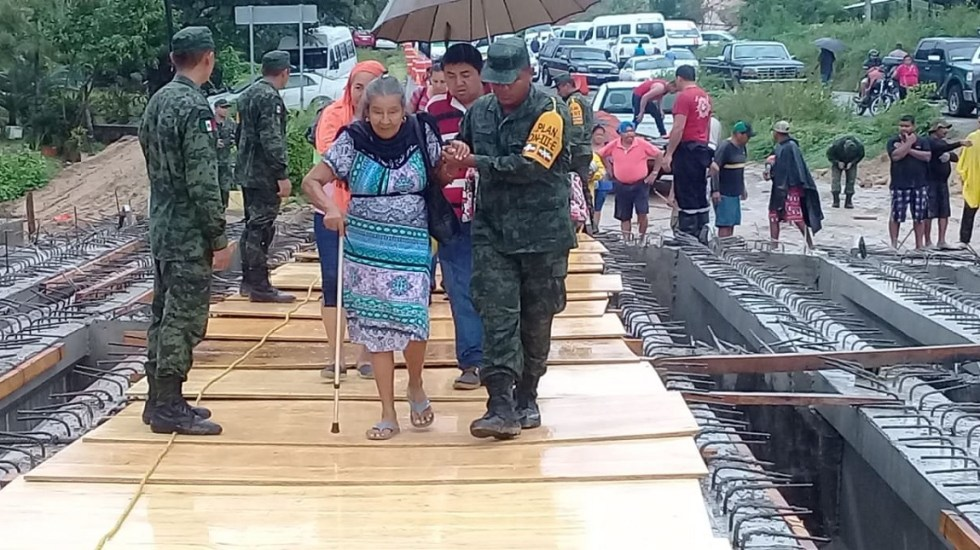 Emiten declaratorias de emergencia y desastre en Guerrero por Narda - Sedena en aplicación del Plan DN-III-E en Guerrero. Foto de @SEDENAmx
