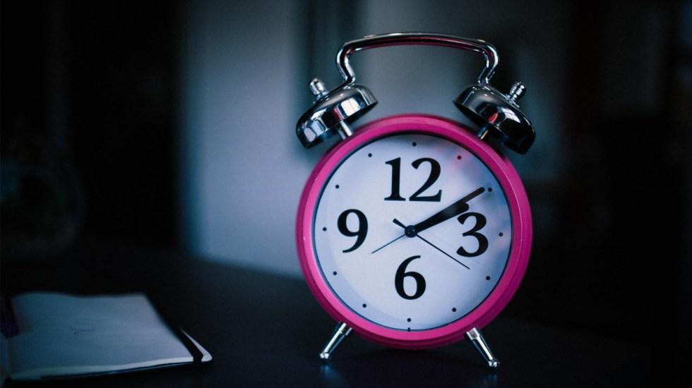 Riesgo de muerte es mayor en personas que duermen poco - Sueño despertador reloj dormir