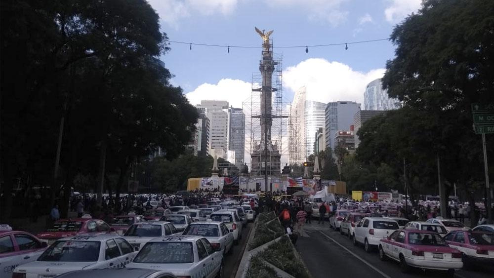 Taxistas alistan caravana en el Ángel de la Independencia - Taxistas alistan caravana en el Ángel de la Independencia