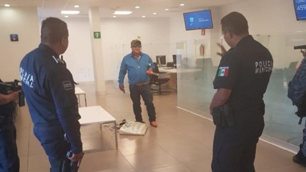 Abaten a hombre que tomó rehenes en banco de Pachuca - de rehenes en banco de Pachuca. Foto de La Razón