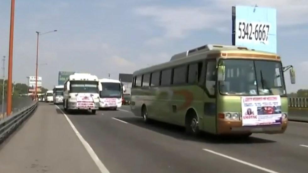 Caravana de transportistas avanza sobre Eje 1 Poniente; busca llegar a la Segob - Transportistas avanzan sobre la México-Pachuca hacia la Ciudad de México