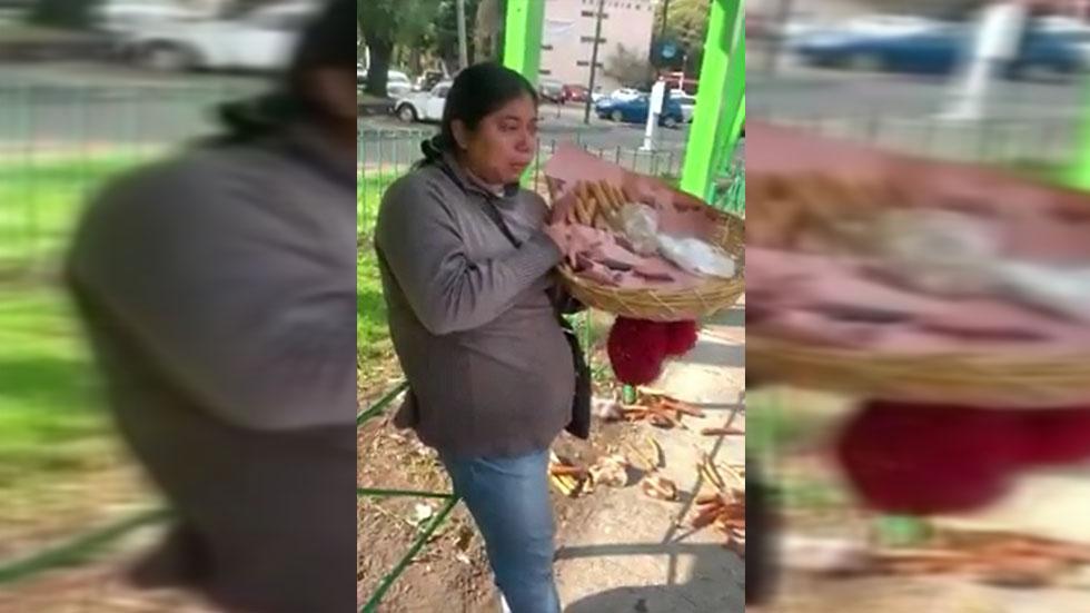 #Video Vendedora denuncia que policías le tiraron sus churros - Vendedora a la que le tiraron sus churros en CDMX. Captura de pantalla / LDD