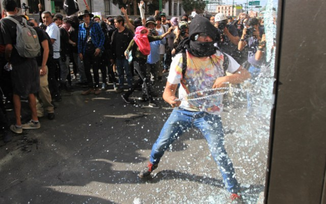 Seis denuncias tras desmanes por la marcha del 2 de octubre en la capital - Foto de Notimex