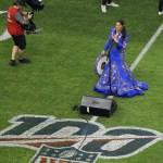 #Video Ana Bárbara se equivoca al cantar el Himno Nacional
