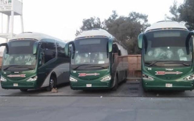 Normalistas de Tenería liberan a operadores y autobuses que retenían - Foto de @tvurbananoticia