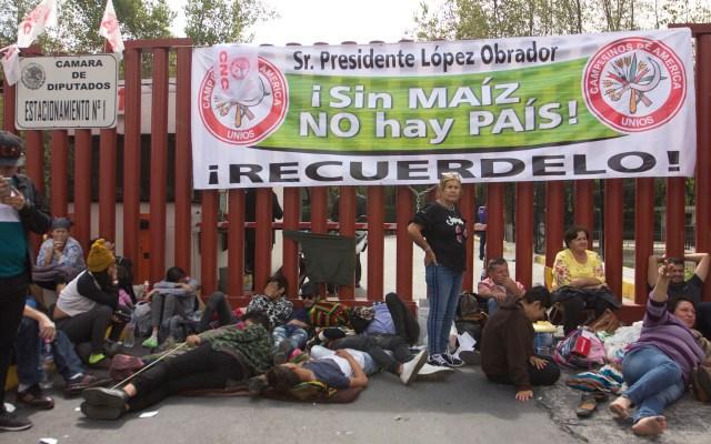 Bloqueo de campesinos en San Lázaro cumple tres días - Bloqueo de campesinos en San Lázaro. Foto de Notimex