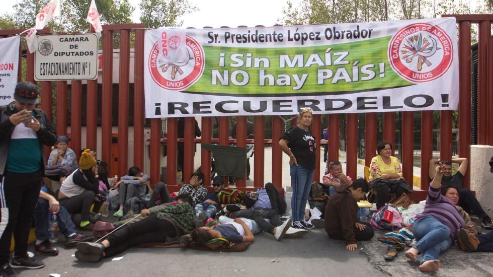 Campesinos amenazan con irrumpir en desfile del 20 de noviembre - Bloqueo de campesinos en San Lázaro. Foto de Notimex