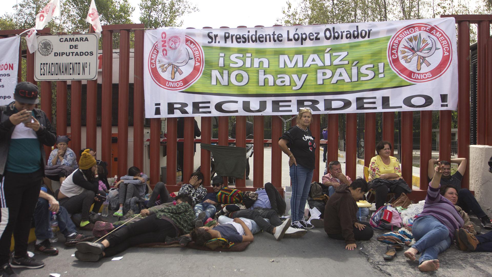 Bloqueo de campesinos en San Lázaro. Foto de Notimex