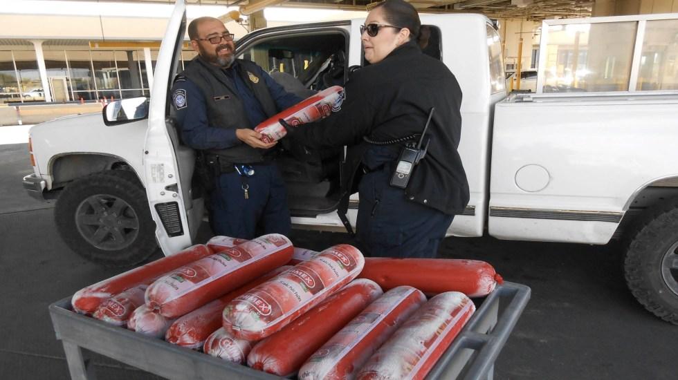 Agentes fronterizos decomisan casi 70 kilos de embutido en Texas - Bologna CBP Estados Unidos