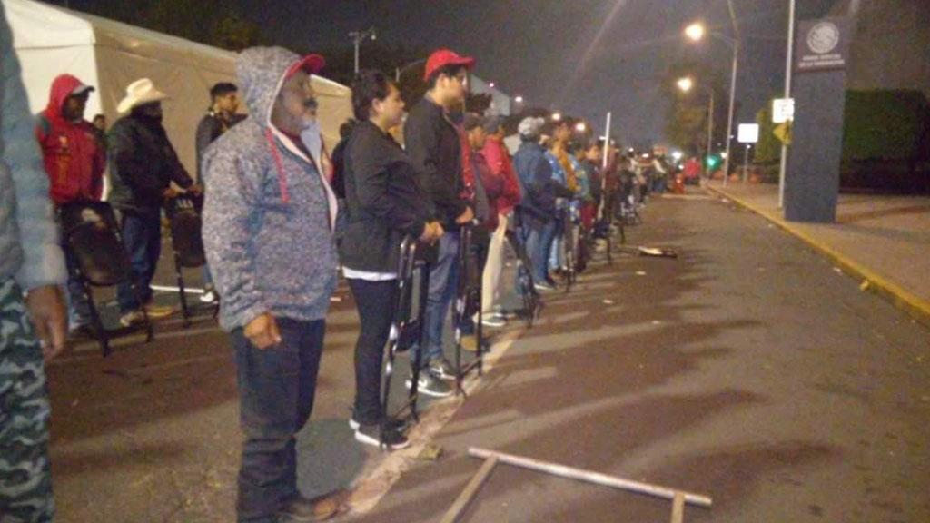 Cadena humana de campesinos afuera de San Lázaro. Foto de @AdaMrquez1