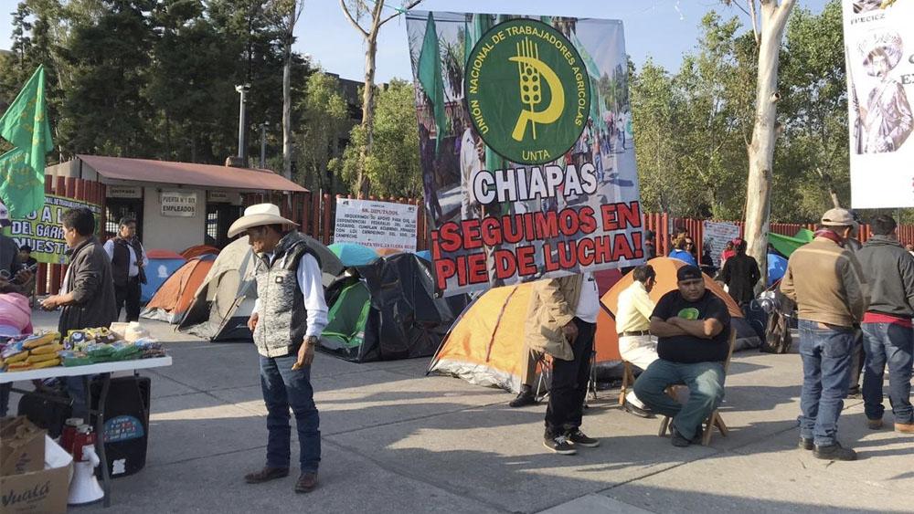 Campesinos dialogan con autoridades; buscan romper cerco y marchar al Zócalo - campesinos diputados