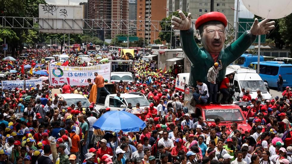 Chavistas y opositores inician jornada de protestas bajo un clima de tensión - Chavistas salen a las calles en nueva jornada de protestas. Foto de EFE