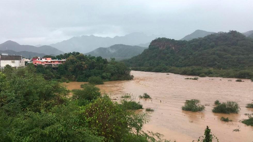 Durango vive estado de alerta por fuertes lluvias - Creciente del río Canelas de Durango por lluvias. Foto de @CEPCDurango