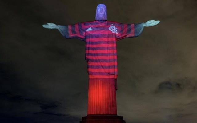 Cristo Redentor se viste con camisa del Flamengo antes de la final de Copa Libertadores - Foto de @Flamengo
