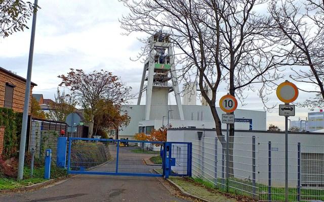 Rescatan en Alemania a 36 mineros atrapados por explosión - Entrada a mina en la que explosión dejó atrapados a 36 trabajadores. Foto de MDR Sachsen-Anhalt