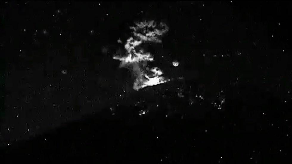 #Video Popocatépetl lanza fumarola de ceniza de 1 km - Explosión con fumarola de ceniza en el Popocatépetl. Foto de @CNPC_MX