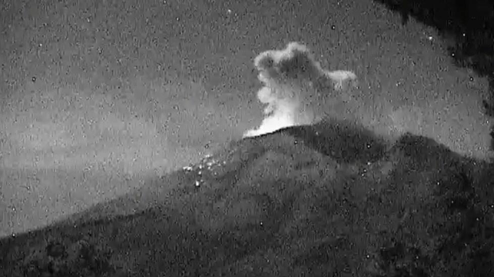 Popocatépetl acumula 111 exhalaciones y dos explosiones en 24 h - Explosión del volcán Popocatépetl la noche del 09-11-19. Foto de @CNPC_MX