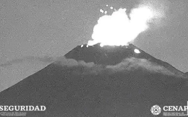 Volcán Popocatépetl lanza material incandescente - Foto de Webcams de México