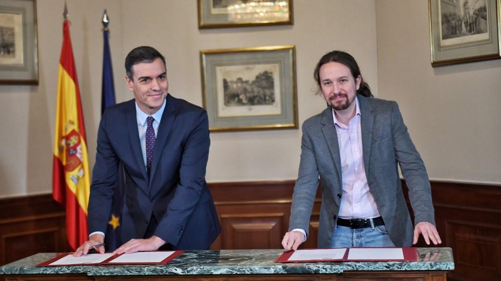 Pedro Sánchez y líder izquierdista pactan por un Gobierno progresista en España - Firma de acuerdo entre Pedro Sánchez y Pablo Iglesias. Foto de @Pablo_Iglesias_