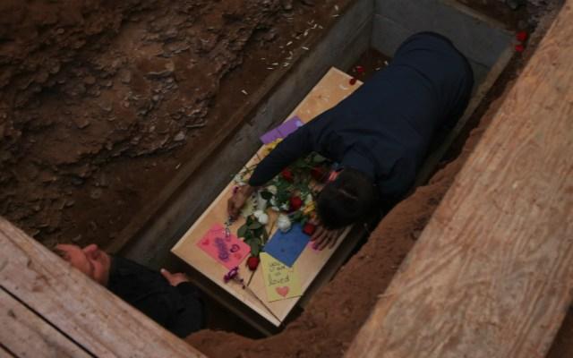 Hay tres detenidos por masacre, asegura Julián LeBarón - Foto de EFE