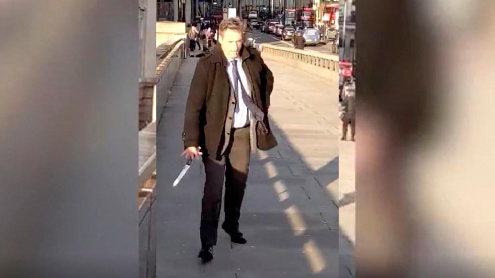 #Video El hombre que desarmó al atacante del Puente de Londres - Hombre que desarmó a atacante del Puente de Londres. Captura de pantalla