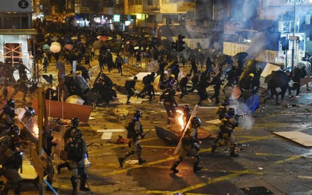 Tensión en universidad de Hong Kong baja tras salida de 600 activistas - Hong Kong disturbios protestas