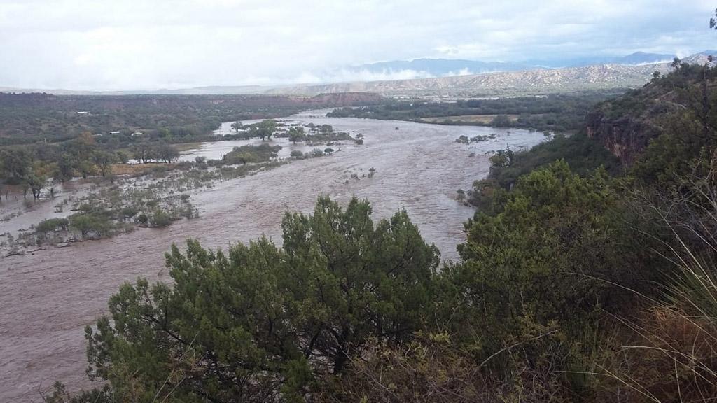 Suspenden clases en 66 municipios de Sonora por mal clima - Hubo escurrimientos extraordinarios de los Ríos Sonora y San Miguel. Foto de @uepcsonora