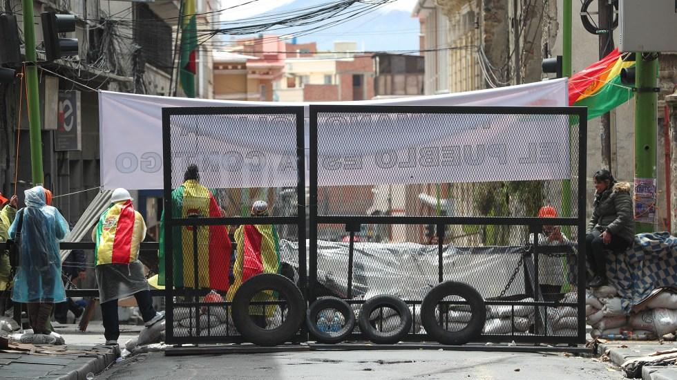 EE.UU. ordena salida de su personal diplomático de Bolivia - Huelgas y bloqueos en calles de Bolivia. Foto de EFE
